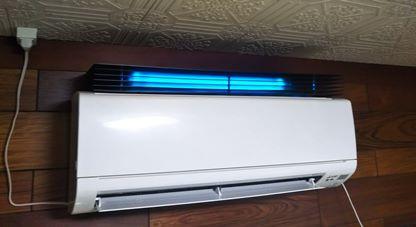 紫外線殺菌装置エアートゥウィンをエアコン上部設置