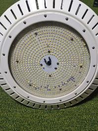 LED水銀灯の不良解析。チップ欠落